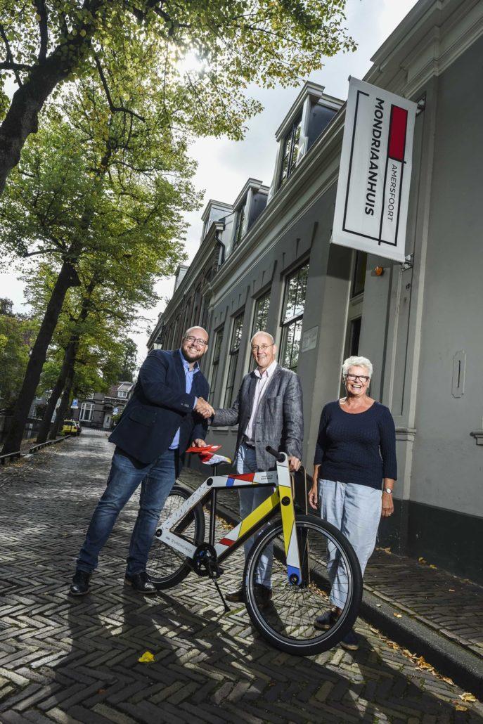 Unieke fiets De Stijl uitgereikt in Amersfoort