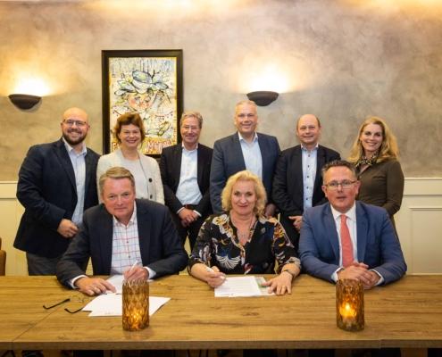 ondertekening recreatieschap en gemeenten start wandelroutenetwerk kromme rijnstreek